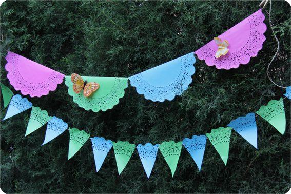 Guirnaldas hechas con blondas de papel