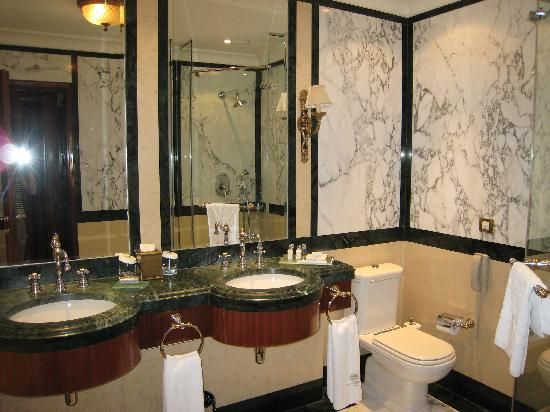 Traditional Bathrooms 68 best traditional bathroom images on pinterest   bathroom ideas
