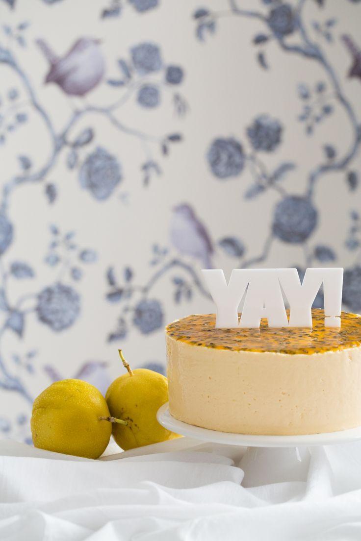 Nos dias de calor, nada como uma sobremesa azedinha e cremosa para dar uma refrescada. Confira essa receita irresistível de bolo mousse de maracujá, da Danielle Noce.