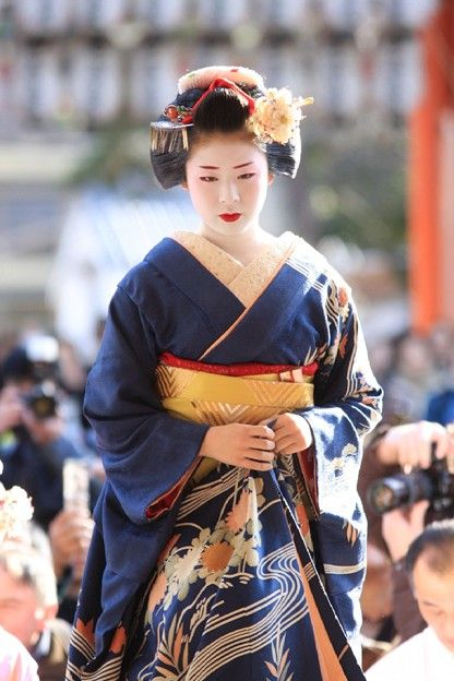 Maiko 舞妓 - apprentice of Geisha