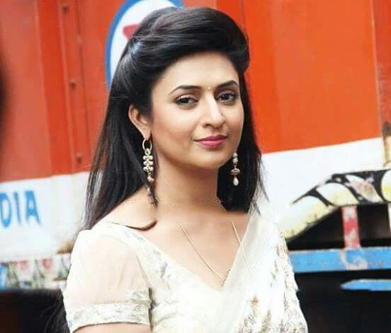 Divyanka tripathi!! In white saree.