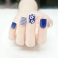Simple Bleu Gris 24 Pcs/ensemble Blanc Marguerite Conception Fini Français Faux Ongles De Mode Court Paragraphe Complet Nail Conseils Patch Art outil