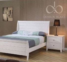 This also in a simpler way shows how the white furniture can be warmed up and still work. The use of the fawn coloured wall paper does this beautifully