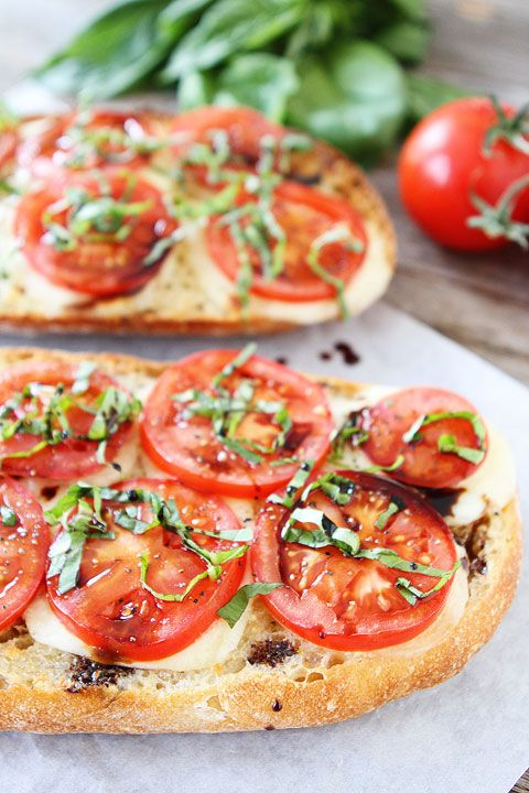 Caprese Garlic Bread Recipe made with fresh mozzarella, tomatoes, basil, and balsamic glaze. Everyone loves this easy garlic bread!