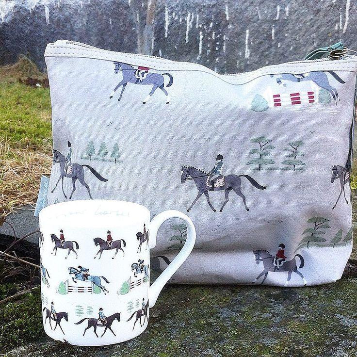Nu är det semester en vecka för mig hos min mamma i Bantry Bay  Irland . Det skall blir så skönt att träffa henne & brorsan som följer med dit. Holiday Sale på webshoppen just nu med 15% på allt  paketen skickas först vecka 21 ! Passa på ! #sophieallport #necessär  #hästmugg #mugg #engelskstil #britishfarmhousewebshop #british_farmhouse by british_farmhouse