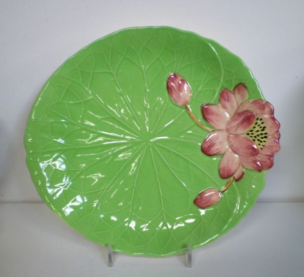 http://www.foragers.co.nz/CHINA/Shorter/waterlilyplate.jpg