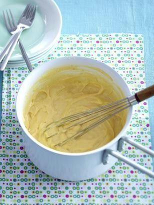 Das Rezept für Selbstgemachter Vanillepudding (La creme patissiere) Grundrezept und weitere kostenlose Rezepte auf LECKER.de
