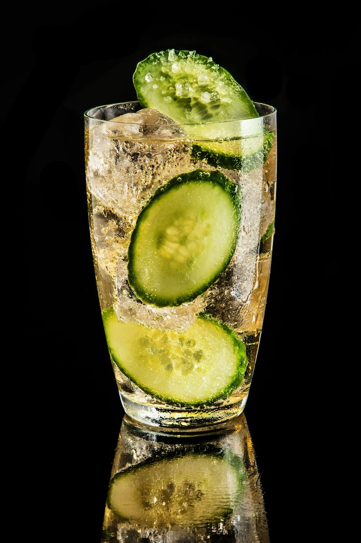 Fresh Schorle #drink #cocktail #design #mattoniwater #bar #mattonischorle #schorle #cucumber #salt #ice