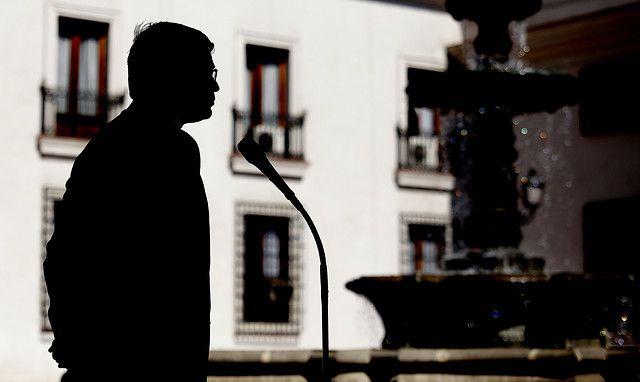 31 de Agosto de 2012/SANTIAGO_.  El Ministro del Interior, Rodrigo Hinzpeter, emite declaraciones en el Patio de los Naranjos del Palacio de La Moneda. FOTO: PEDRO CERDA/AGENCIAUNO_.