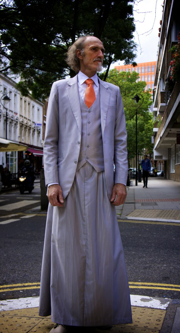 072 The 3-piece skirtsuit on the street.  This version with a 3-pleat skirt.