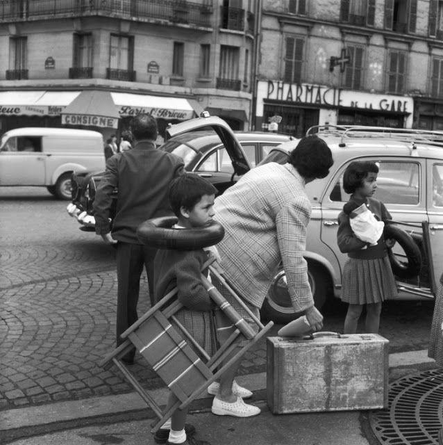 Robert Doisneau   //  Paris, Gare Montparnasse, 1959.  ( http://www.gettyimages.co.uk/detail/news-photo/montparnasse-station-news-photo/121508249