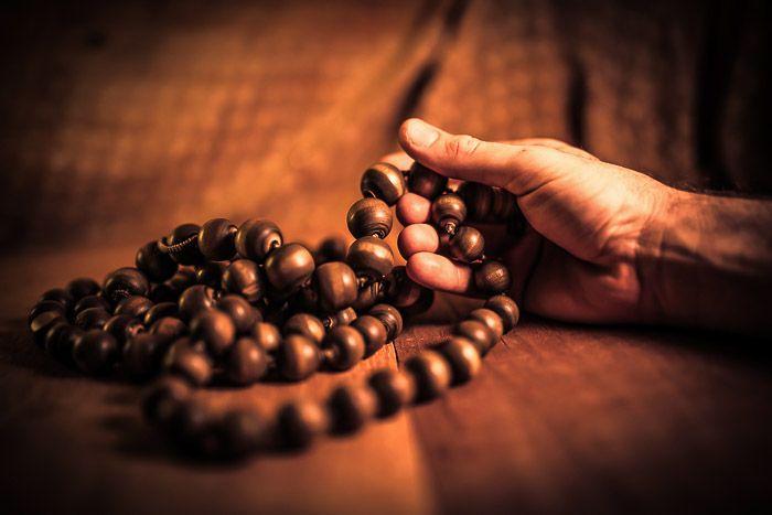 A mantra meditáció több évezredes meditációs technika, melyet a jóga gyakorlatok közé sorolnak. Ezúttal a Hare Krisna mantra jelentését, történetét és gyakorlásának módját járjuk körbe.