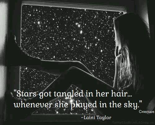 """""""Les étoiles se sont emmêlées dans ses cheveux... lorsqu'elle a joué dans le ciel?"""""""