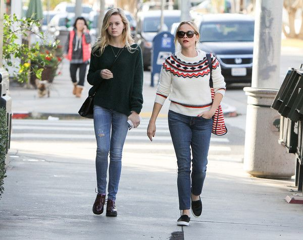 Reese Witherspoon Photos Photos - Reese Witherspoon and daughter Ava Elizabeth Phillippe are seen out together on December 13, 2015. - Reese Witherspoon and Daughter Ava Elizabeth Phillippe Go Out