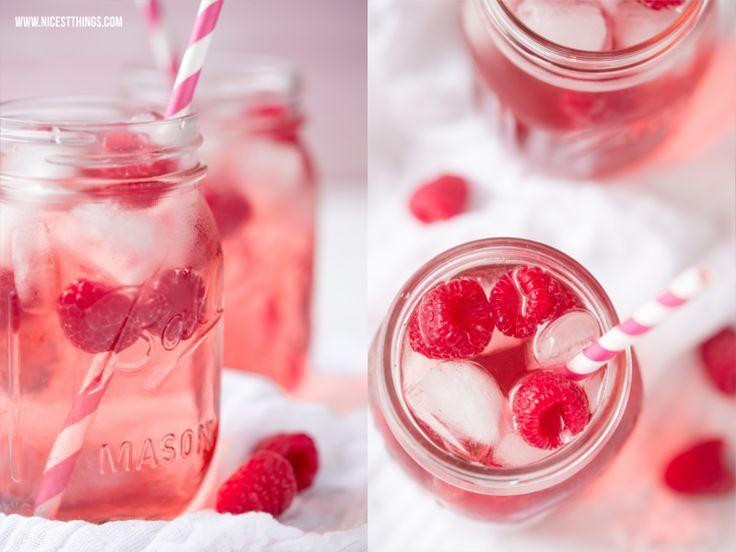 Cocktail mit Himbeeren, Rosé und Himbeerwodka