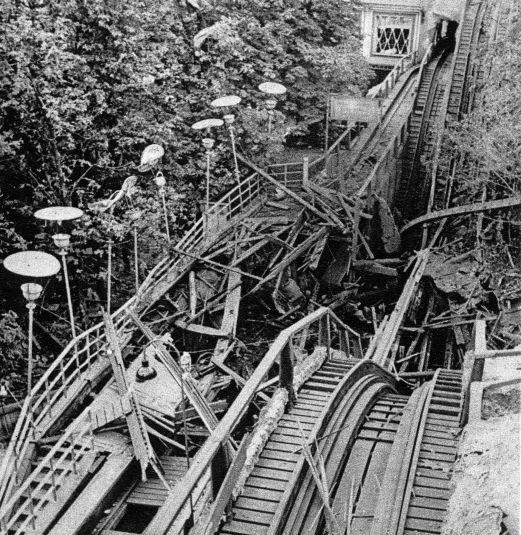 Tivoli 1944 Rutschebanen sprængt i stykker