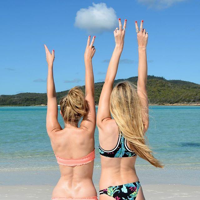 🐚🐠 Check out my latest blog post about Whitsundays in Australia! Link in the bio ☝🏻️☀️ @lottielou62 Picture taken by @polkadotpassport . . .  #travelgirls#wearetravelgirls#wanderingwolfchild#outdoorwomen#femmetravel#free#love#freedom#sponsor#sponsorme#whitsundays#whitehavenbeach