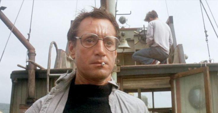 Tiburón (Steven Spielberg, 1975). El sheriff de Amity, al ver por primera vez el tamaño del escualo al que se enfrentan, le dice al cazatiburones profesional Quint que necesitará un barco más grande. Una frase que se sacó de la manga el propio actor, Roy Scheider.