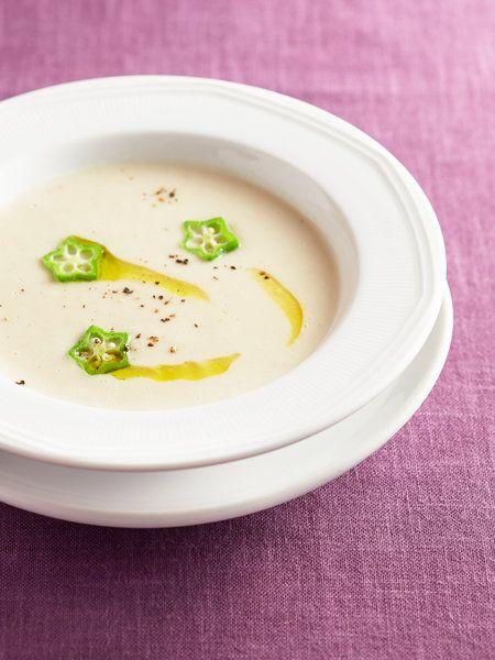 Recipe : 山いもと手羽先のポタージュ/コラーゲンたっぷりの鶏手羽先を山いもと水で煮込み、牛乳を加えてブレンダーにかけたポタージュ。濃密なのに後味は軽やか、食欲もそそるスープを試してみて! #Recipe #レシピ