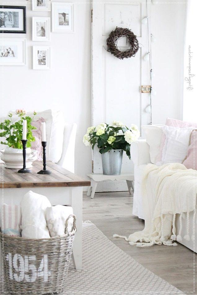 vanha ovi, sisustus, maalaisromanttinen koti, Bloomingshop, aspen cushioncover, braids blanket, vaalea koti, mårbacka pelargonia, kesäkoti, hortenssia, cozyliving