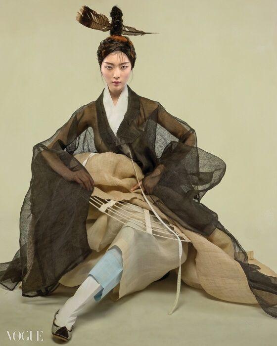 Neat crinoline and sheer sleeves- Vogue Korea