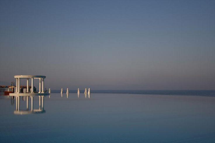 infinity-pool-in-turkey-resort-amazing