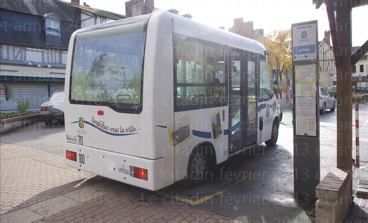 Bernay, une ville ma ville 2: L'arrêt du bus de ville place de la poste est un hôtel des courants d'airs... (dernière partie).