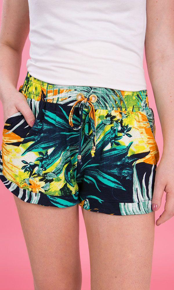 Shorts boxer feminino em viscolycra estampada reativa floral  na cor cenoura, com bolsos na lateral e elástico na cintura com cordão e ilhós.