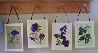 Summer craft:  Pressed flower art.  Totally kid friendly.Wall Art, Flower Pictures, Crafts Ideas, Flower Art, Flower Crafts, Kids Crafts, Press Flower, Flower Cards, Dry Flower