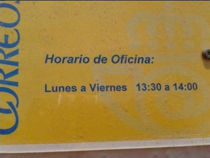 Estos funcionarios tienen el mejor horario del mundo. Más en http://www.lasfotosmasgraciosas.com/carteles.html