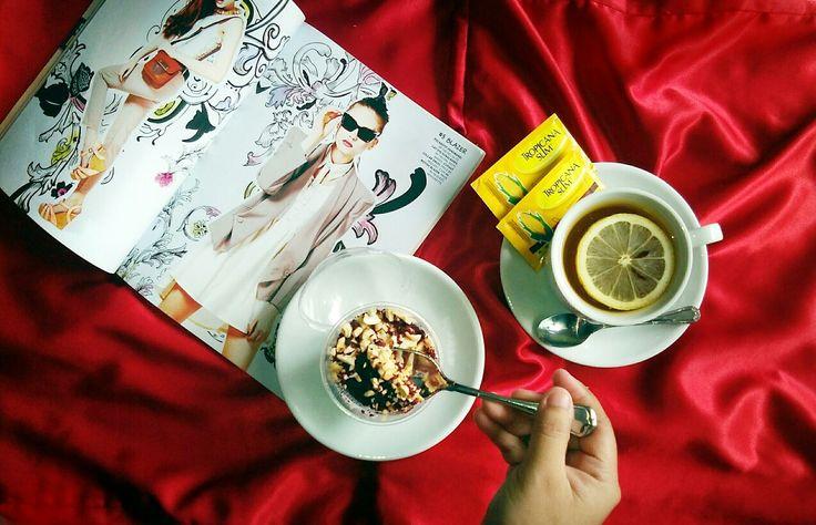 #instagraminhand #handinframe #foodies #foodporn #redvelvet #dessert #foodphotography #malangfoodies #lemontea