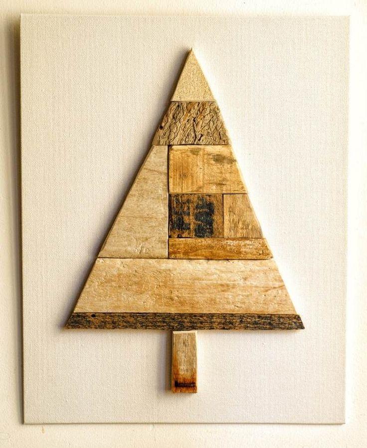 abstrakt und simple gestalteter Tannenbaum aus Holz