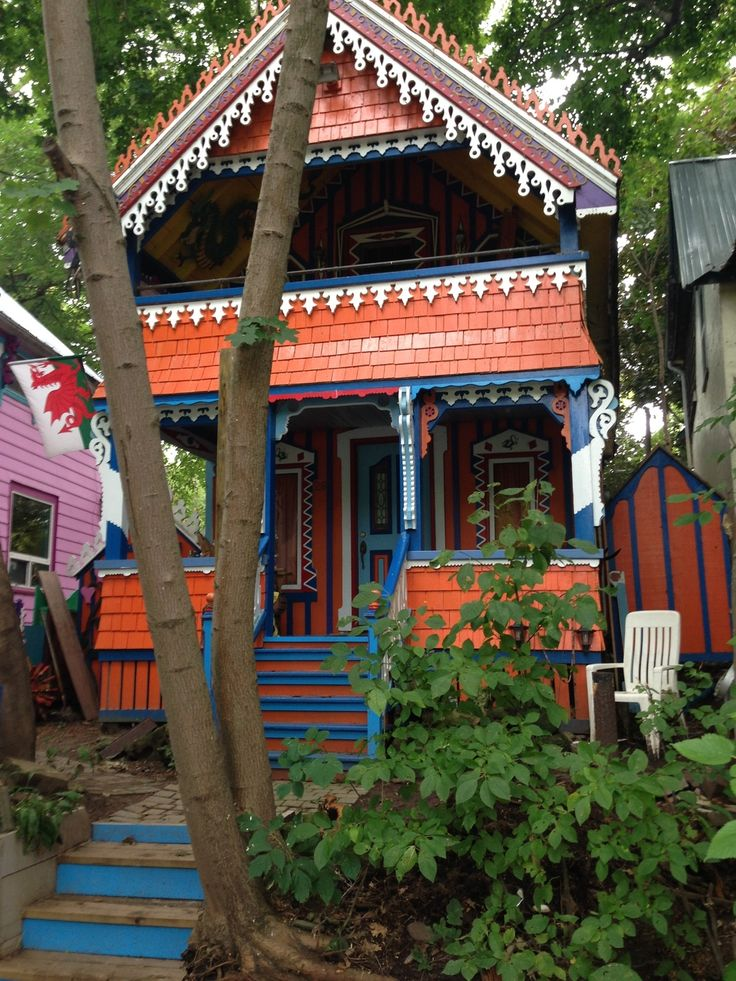 The dollhouses of Grimsby Historic Beach — The Little Pink Passport