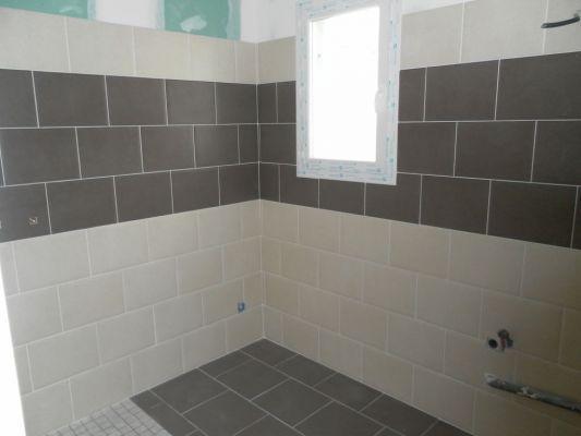 Idee salle de bain sans fenetre avec des for Salle de bain lumineuse sans fenetre