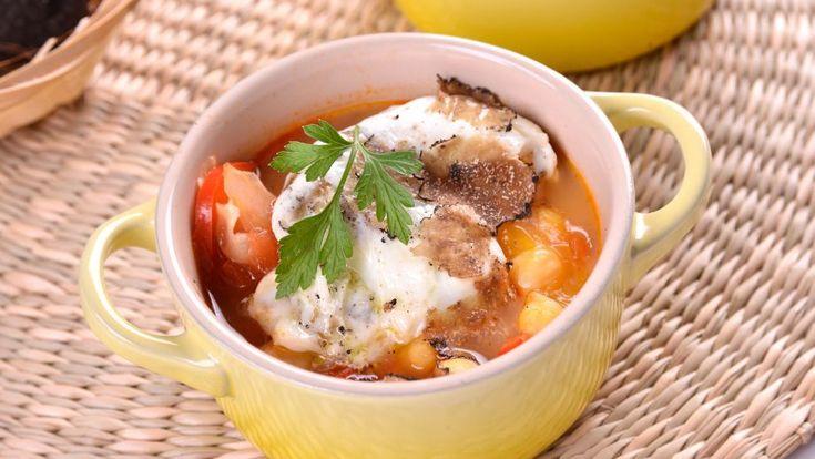 Exquisita receta paso a paso con foto de Cazuelitas de garbanzos y huevos trufados muy fácil y resultona del chef argentino Gonzalo D'Ambrosio.