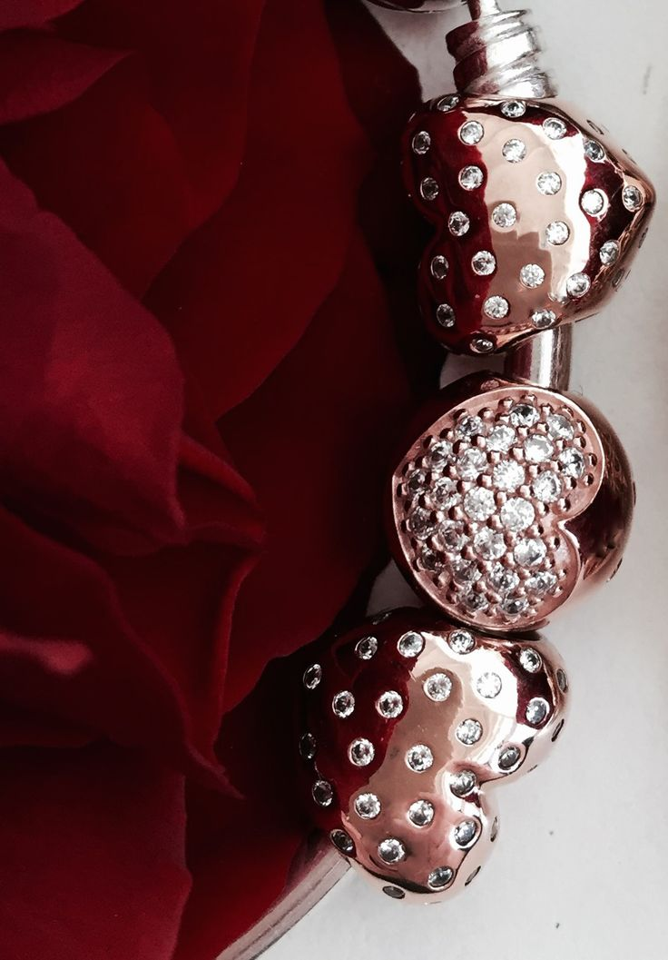 PANDORA rose heart charms for the delicate and chic look at Valentine's Day #PANDORAcharm #PANDORArose