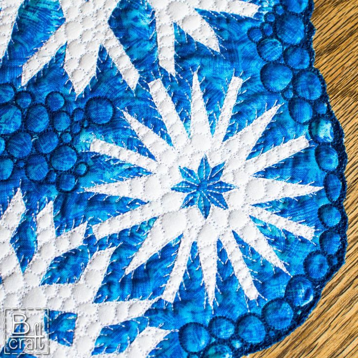 Quilted table runner with snowflakes - detail