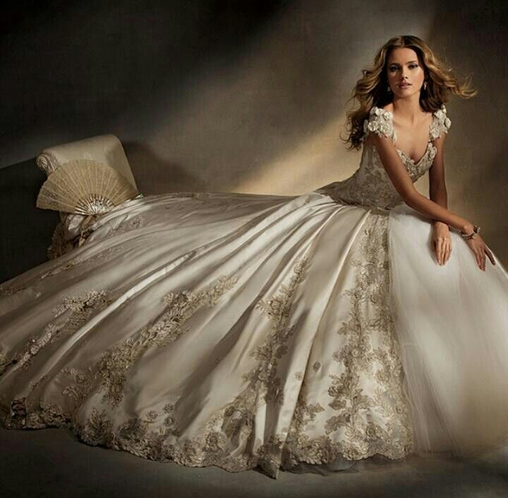 Eve Of Milady Wedding Gowns Are Created With All The Grandeur And Elegance A Bride Could Possibly Want Best Known For Their Amazing Ball