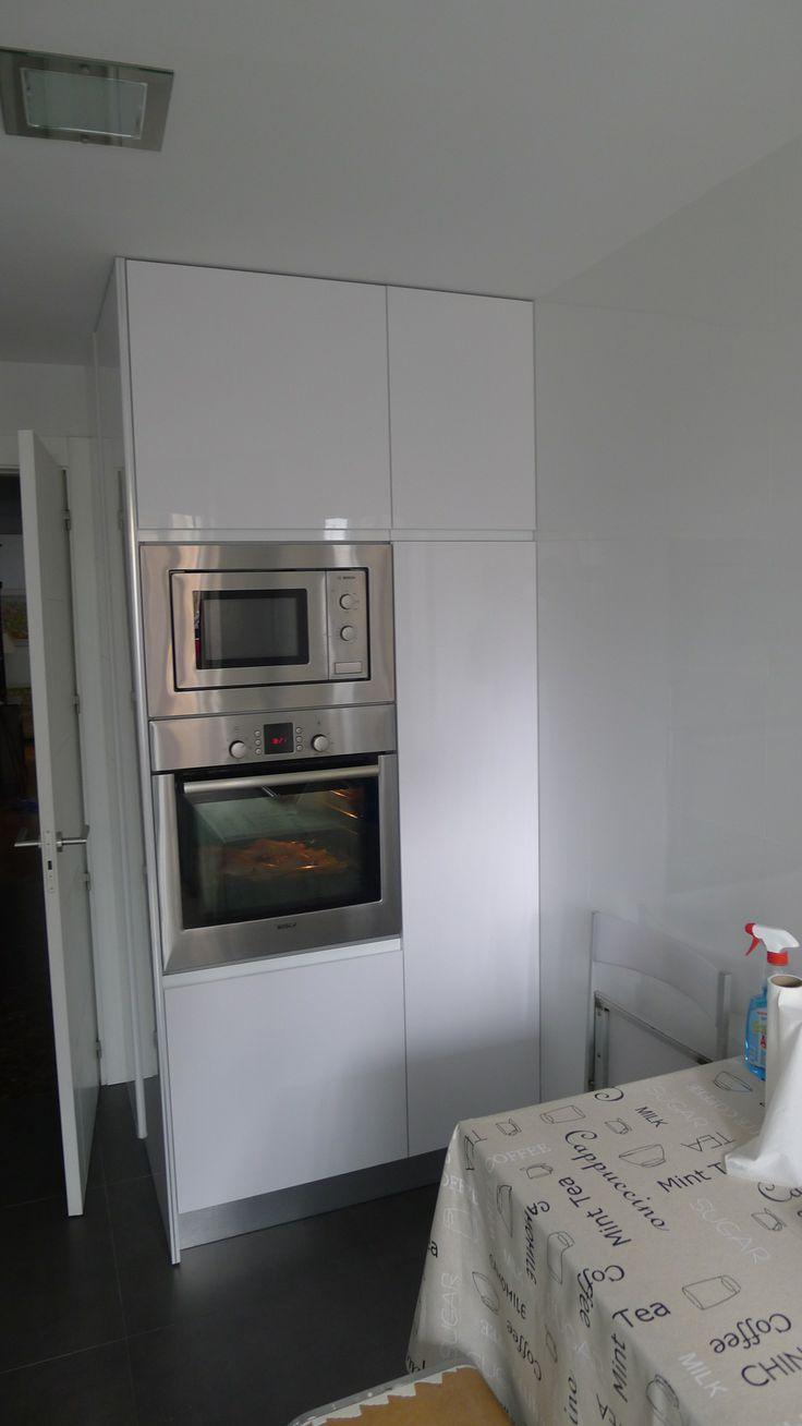 Vista columna horno-micro y despensa