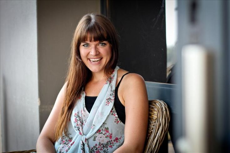 KZN Wedding DJ gets to chat fo one of Durban's most talented female srtist, Chloe Clark