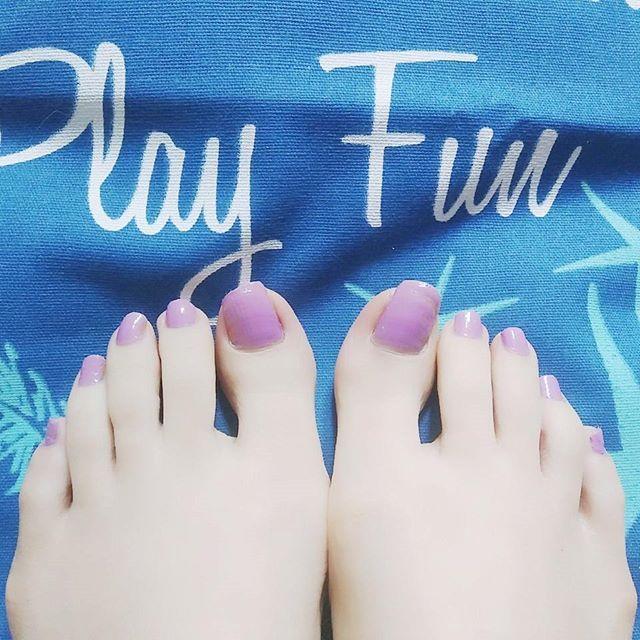* ペディキュアを春色に💅💜 * パステルカラーが可愛い✨ 。*⑅୨୧┈┈┈┈┈┈┈┈┈୨୧⑅*。 #セルフネイル #ペディキュア #パープル #ラベンダー #ネイルホリック #selfnail #purple #lavender #nailholic #nailholic_kose #お洒落さんと繋がりたい #春色 #パステル