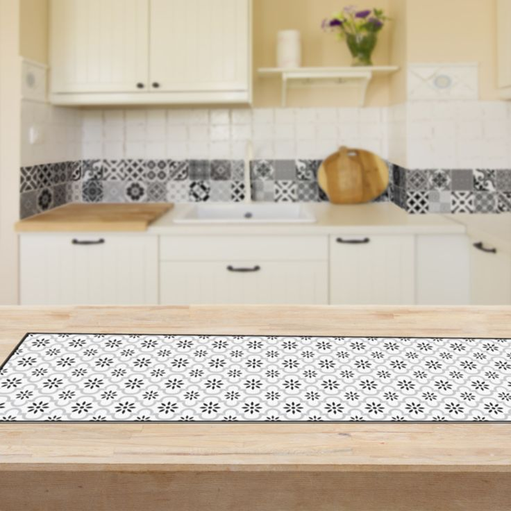 Elegant vinyl table runners with Beija Flor's signature geometric designs. Our new table runners make a great addition to your kitchen unit to quickly and easily beautify your living space! #BeijaFlor, #Vinylmats, #Tableware, #Tablerunner, #Geometricdesigns, #kitchenimprovement, #blackandwhite