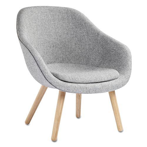 AAL81 - 83. About A Lounge Chair fra HAY er en af de mange lænestole i den populære serie. Kan både bruges med og uden sædehynde. Se mere her.