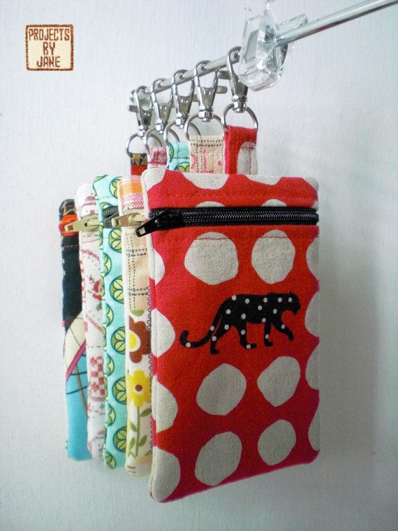 iPhone Zip Pouch pattern. Great idea for way to display pouches in craft booth!