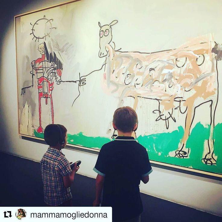 #Repost @mammamogliedonnaCon i miei cuccioli alla mostra di Basquiat al @chiostrodelbramante_roma  Sul blog vi racconto come sia stato bello andarci con i bimbi.  #basquiat #basquiatart #art #streetart #arteperbambini #artebambini #romaperbambini #mammeblogger #instakids #instaart #instaartist #kids #kidsart #mammeblogger