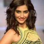 Bollywood Celebrity News - Shah Rukh Khan Going to Romance with Sonam Kapoor 5