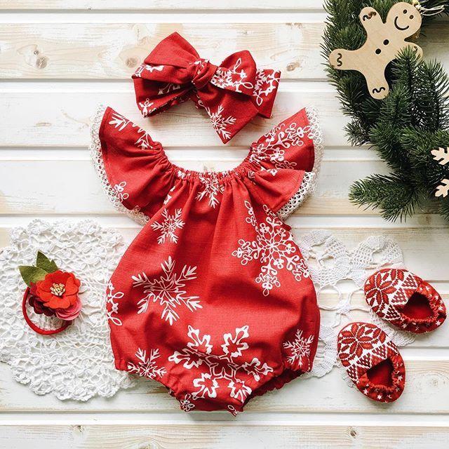 Давненько мы не показывали песочники  исправляемся! В копилочку #happy_new_domnadereve Это самый новогодний принтСнежинки, кружево, клепочки. Красиво и удобно  Идеальный вариант для праздничной фотосессии! песочник 1500, бант 400, повязка-цветочки - 500, моксы 900 Даааа, теперь мы делаем праздничную упаковку!!!  так что если вы хотите сделать кому-то подарок, то мы все упакуем по-новогоднему, можете не сомневаться  #clothes_domnadereve