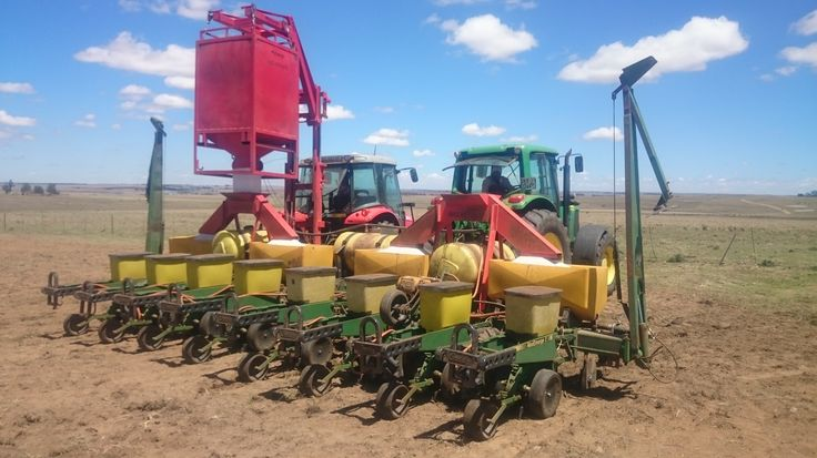 Fill your 8 row planter in under 5 minutes with 1 person and a 60 kw tractor R 71 000 + vat