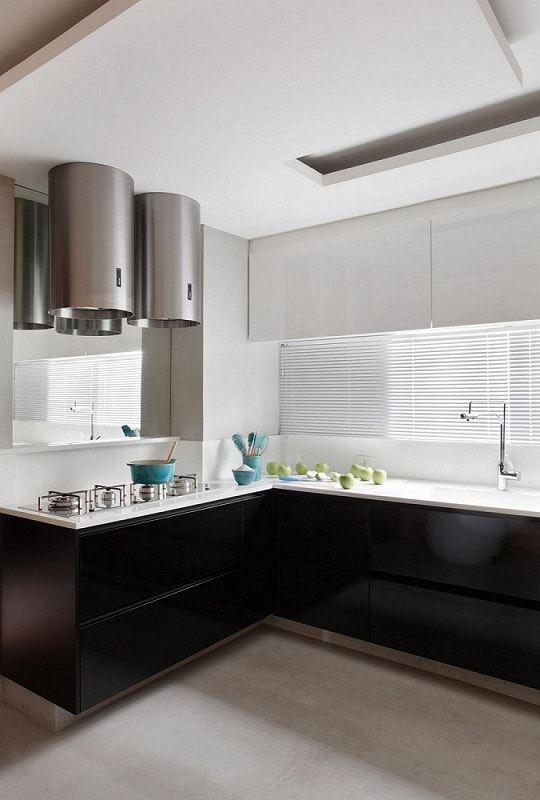 gabinete de cozinha preto com armario branco guilherme torres