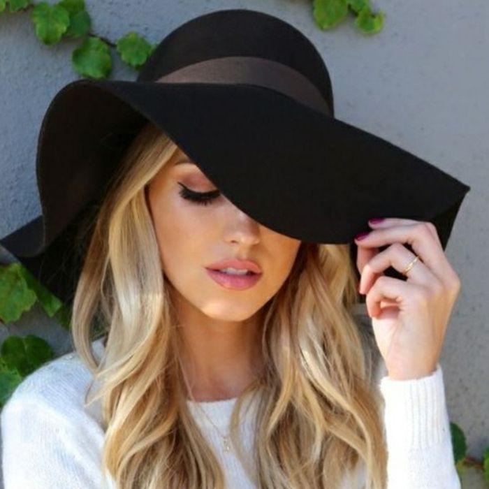 #capeline #noir ~Le chapeau tendance de cet été~                                                                                                                                                                                 Plus